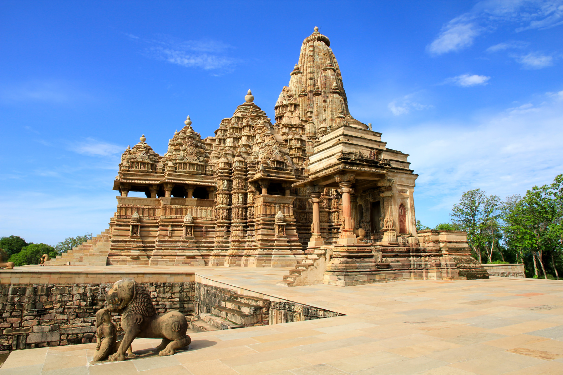Lakshmana temple khajuraho for Archaeological monuments in india mural paintings