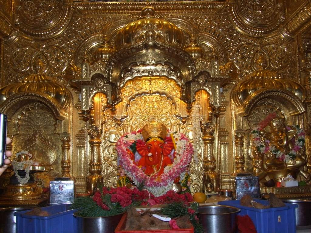 Siddhivinayak ganpati mandir, shree siddhivinayak ganpati temple prabhadevi, right side trunk ganesha